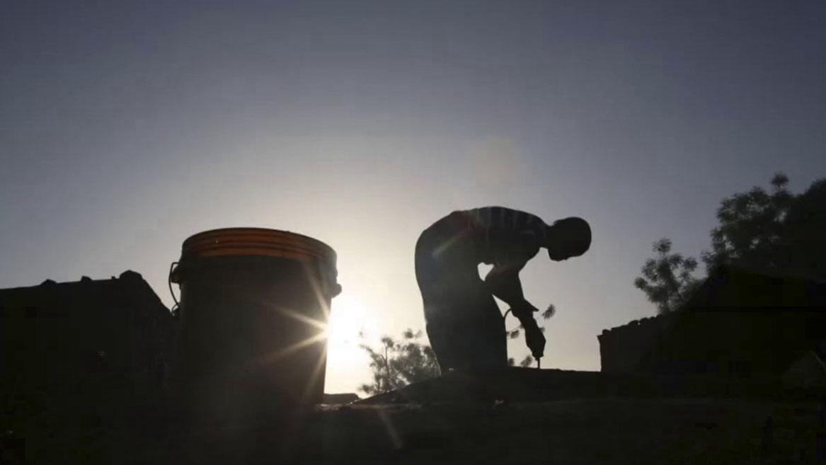 On Solid Ground – Mali film